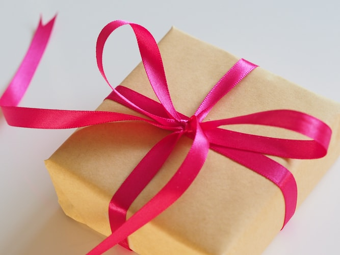 Packaging Game with Personalized Custom Gift Boxes